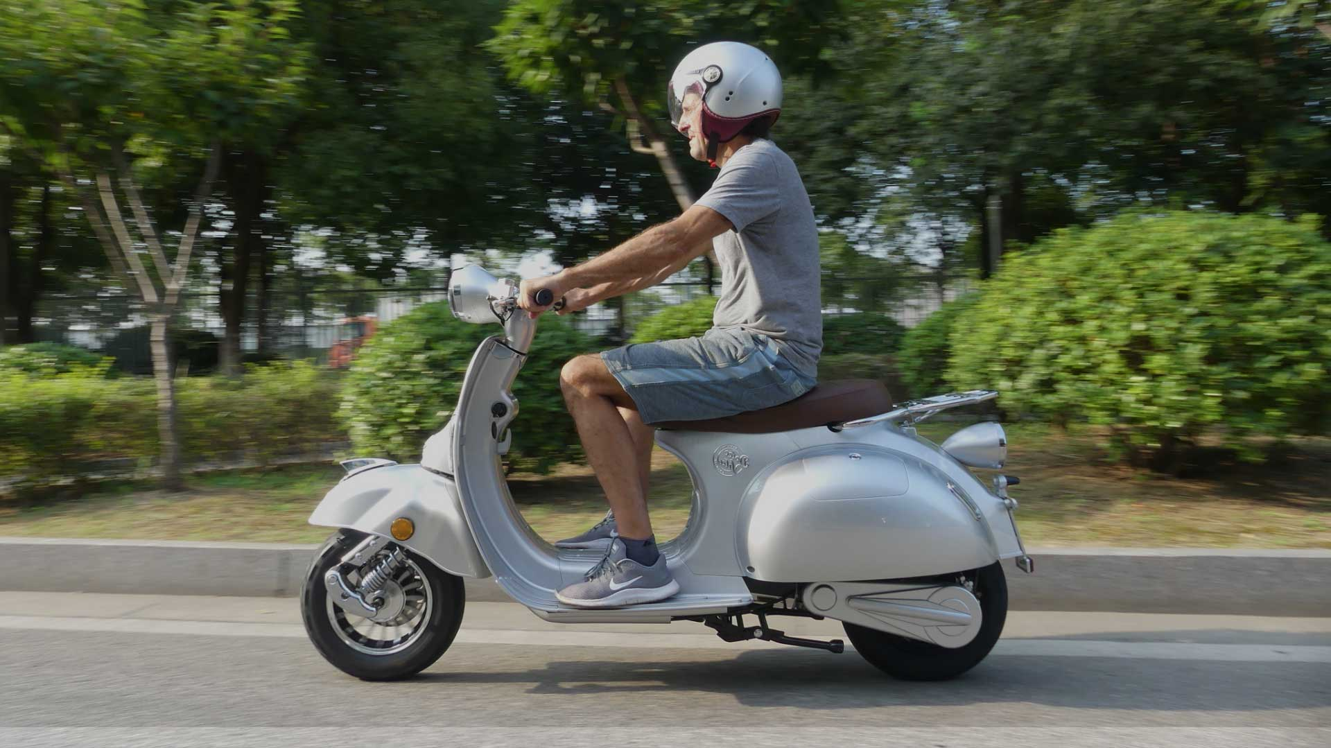 DolceVita-Electric-Motor-Scooters-Design-Adventure